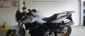 BMW F800R montáž moto alarmu Pandora MOTO EU