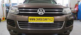 VW Touareg montáž elektronického zabezpečení.